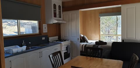 Country Living close to Hobart CBD and Airport