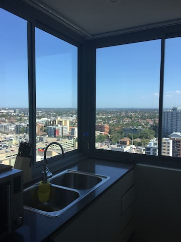 High Rise View Apt with 5min walk to Parra Station - Parramatta - Apartemen
