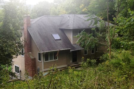 Private Residence/Pool/3.3Acres - New Milford