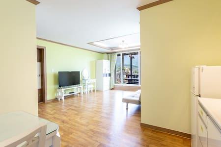 OPIRUS GREEN ROOM