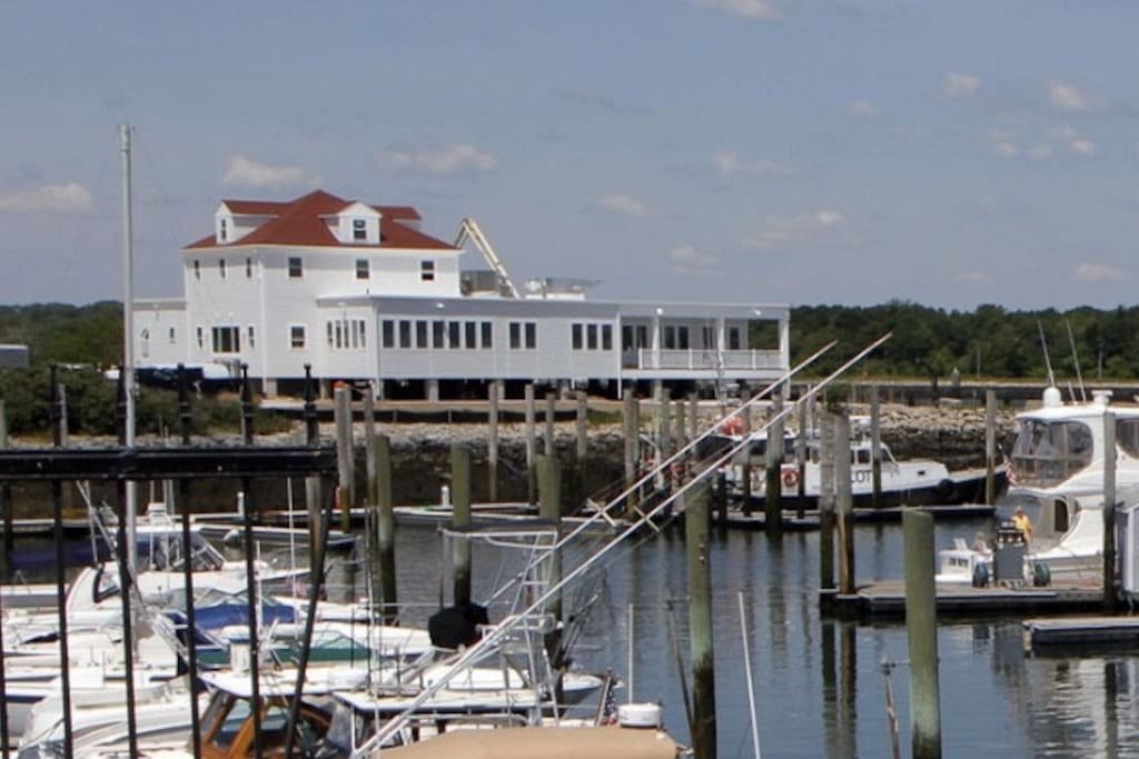 Fisherman's View Restaurant- One of four restaurants within walking distance.
