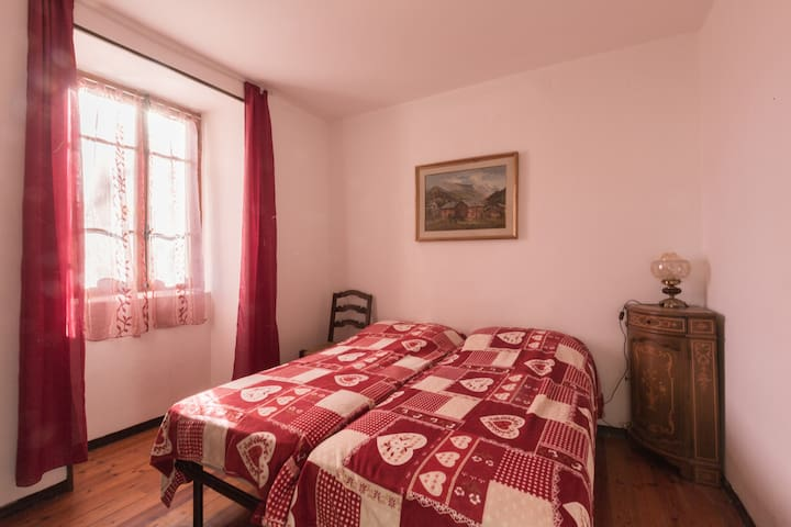 Alloggio rustico con 7 posti comodi - Ollomont  - Bed & Breakfast