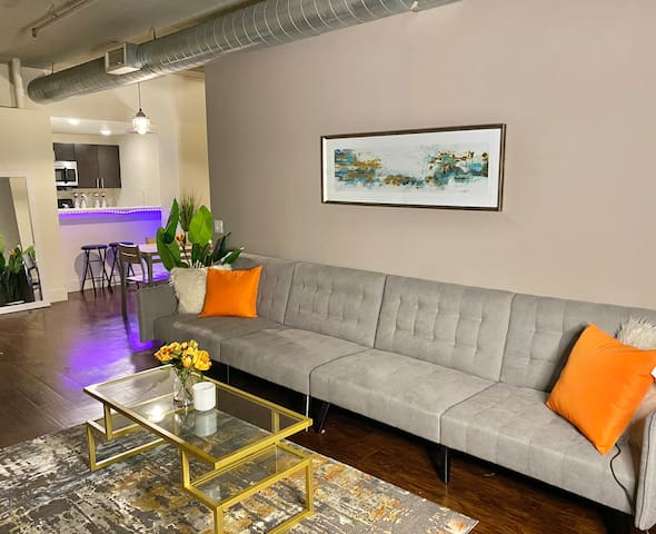 Your modern stay downtown in the flats!