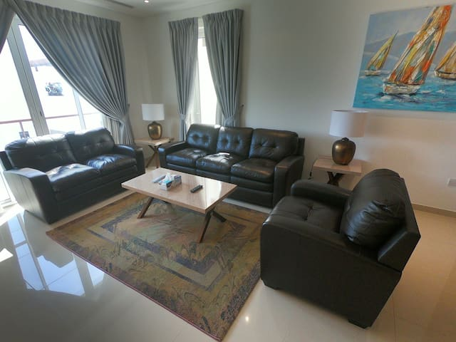 Ideally located Apartment at Prestigious Wave Cmbx