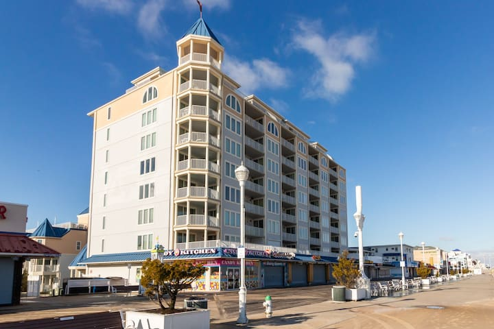 Luxury, oceanfront condo w/ fireplace, shared rooftop pool, & fitness room
