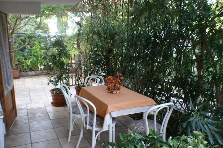 Two bedroom apartment with terrace Jelsa, Hvar (A-4017-c)
