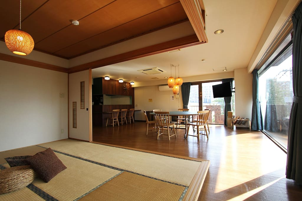 Enjoy your trip to Sapporo and stay in this gorgeous 3 bedroom apartment with huge living room and Japanese style tatami area.