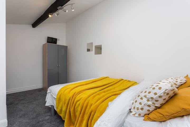 Quiet 7 Bedrooms sleeps 14 Ideal For Contractors