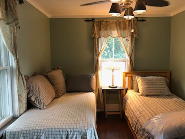 3rd BR w 2 Beds