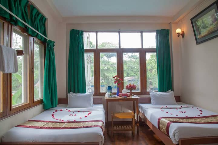 Twin room + private bathroom(Mother Land Inn 2)