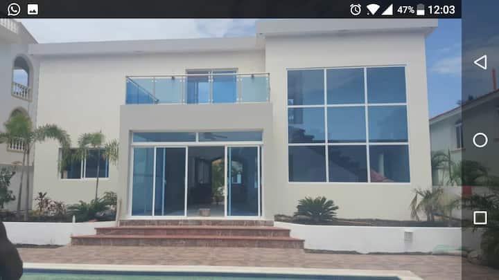 BEAUTIFUL VILLA w private pool. BEACH n GOLF near.