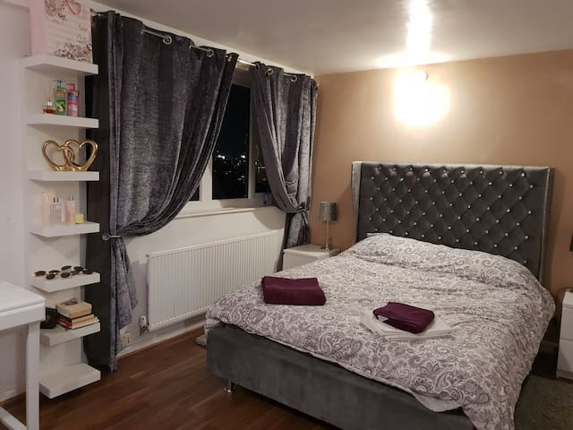 Executive king size room 15min walk from city cent