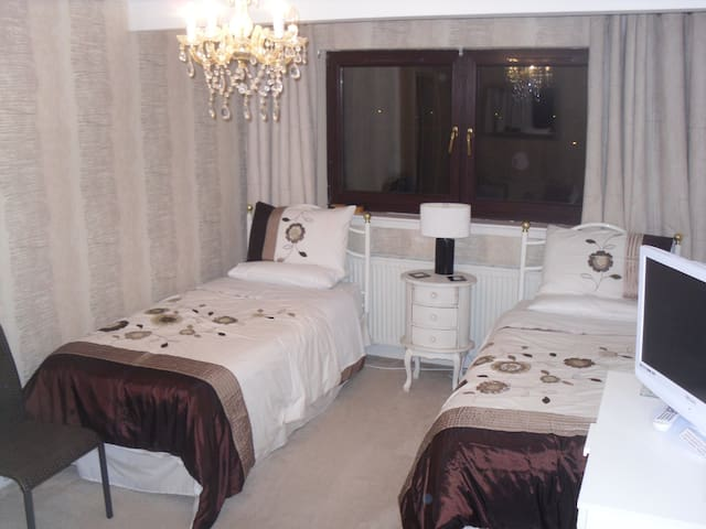 3 bed En-suite Suite in Port Glasgow - Port Glasgow - Bed & Breakfast