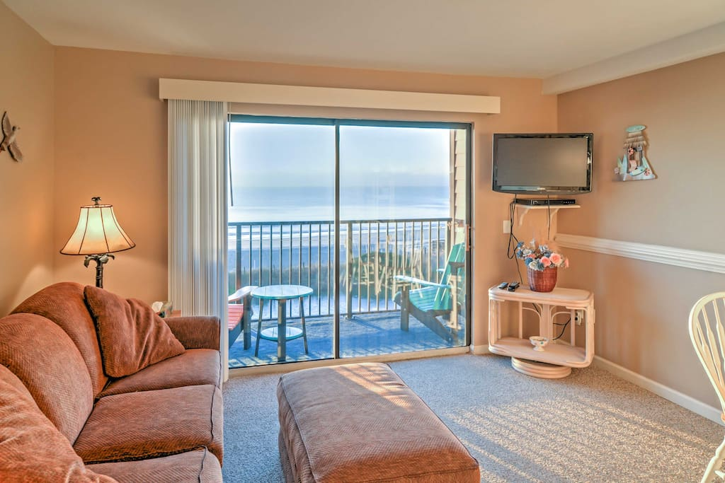 After a fun day at the beach, come home to relax in the living room with your companions.