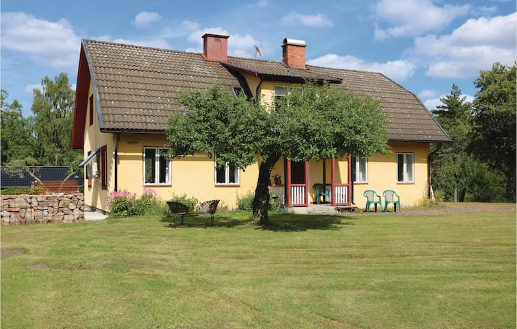 Holiday cottage with 5 bedrooms on 200 m² in Sävsjöström