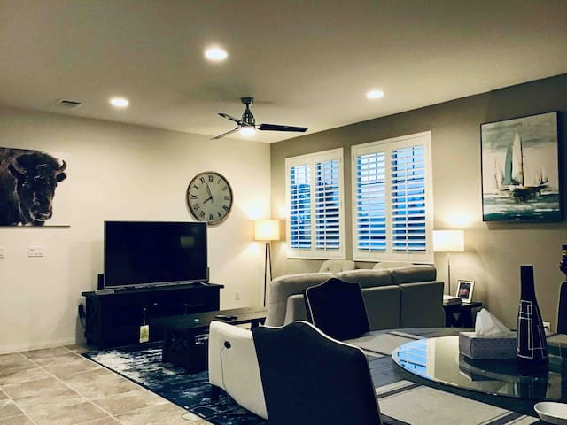 Most Popular Airbnb in Chino Claremont Ontario 說中文