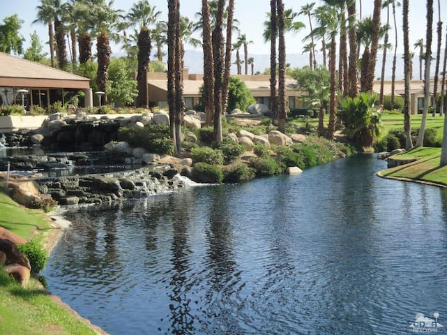 Palm Desert Oasis at Beautiful Palm Valley C.C.
