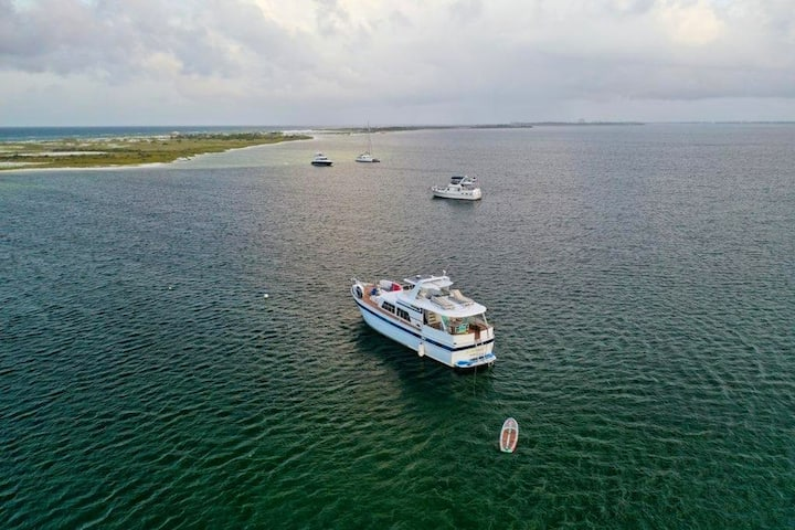 Shell Island Offshore Experience aboard 60' Yacht