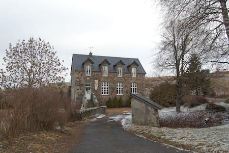 gite communal de la mairie - La Godivelle - Doğa içinde pansiyon