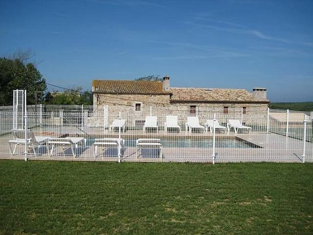 Masia sencilla, amplia y acogedora - Llagostera - House