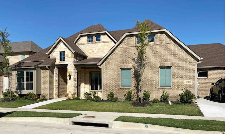 WOW! New house-near DFW Airport-AT&T Stadium-Lake