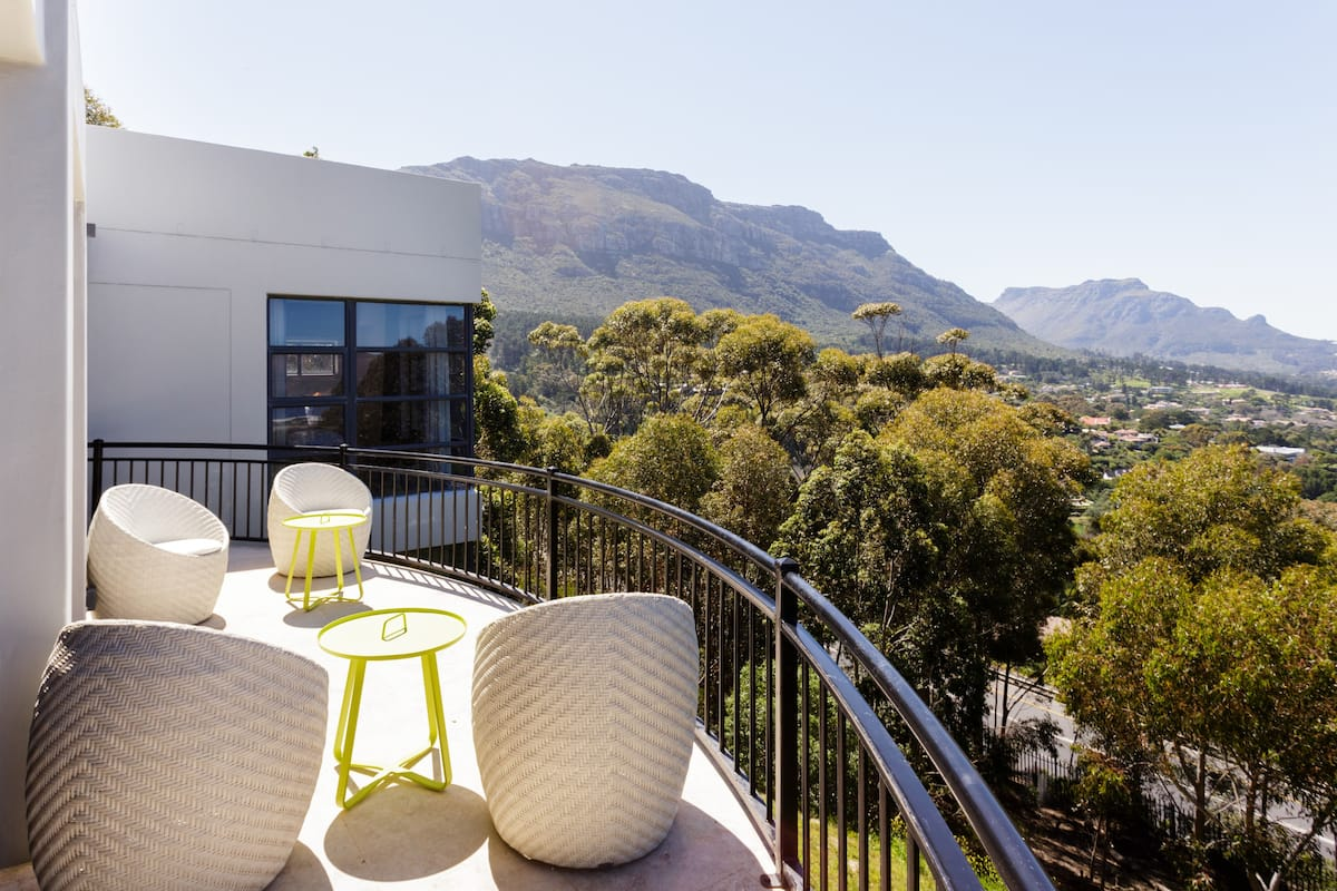 Contemporary villa with magnificent views of Hout Bay