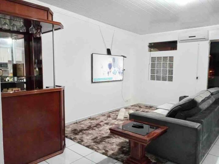 Casa confortável e bem localizada
