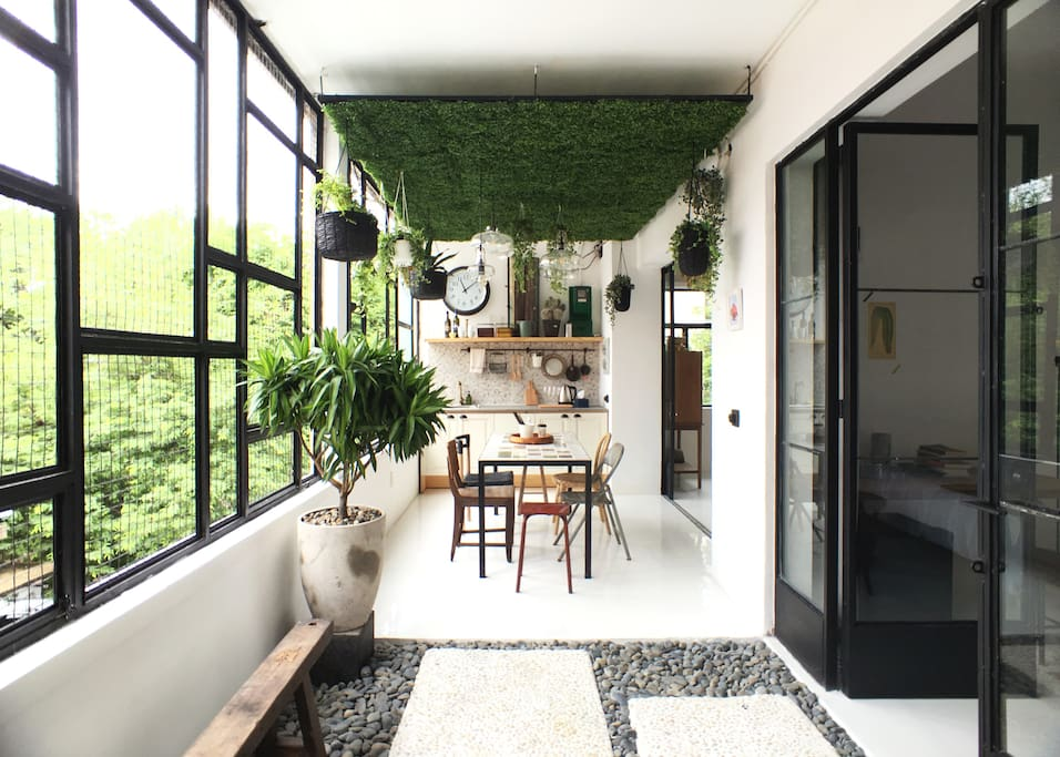 Enter the apartment via a secured, shared COURTYARD garden ( belongs to me, which you are free to use)