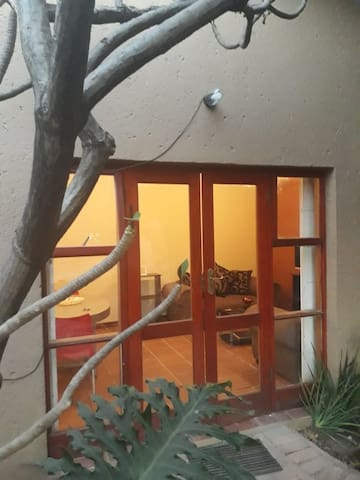 Entire Private Cottage 5 minutes from Sandton CBD