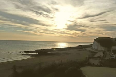 Cliff top beach house near Brighton - Peacehaven - บ้าน