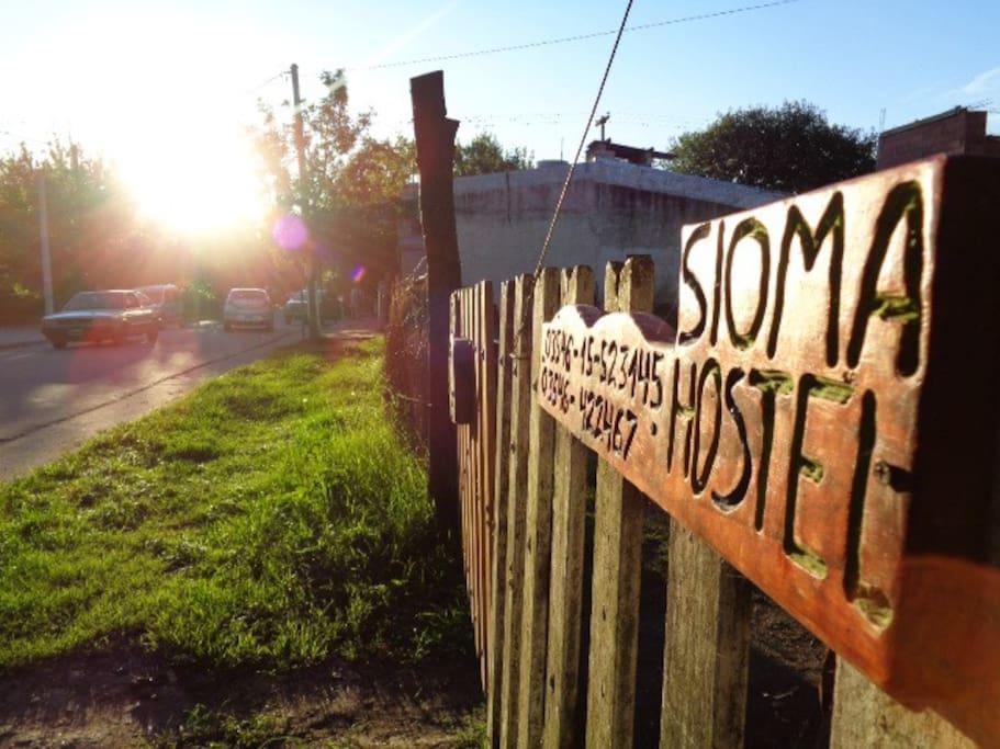 Acceso con vehículo, A Departamento SONRISA, y  Hostel Sioma