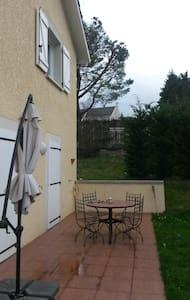 CHAMBRE AVEC DRESSING ET BUREAU - Bourgoin-Jallieu