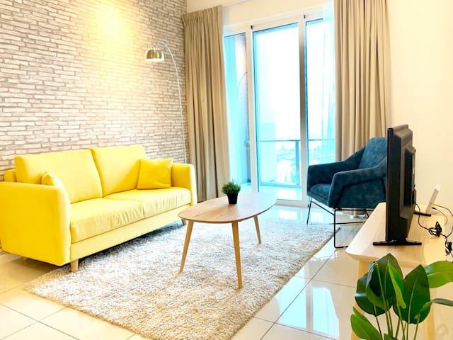 Stylish High Rise Apartment @Eco Sky