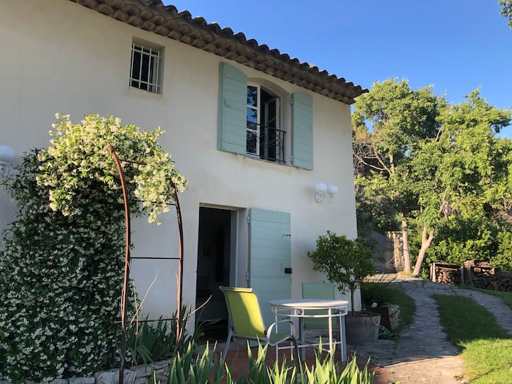 Chambre indépendante  villa proche Aix en Provence