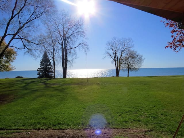 Lakefront Escape Beachhouse OPEN ALL YEAR