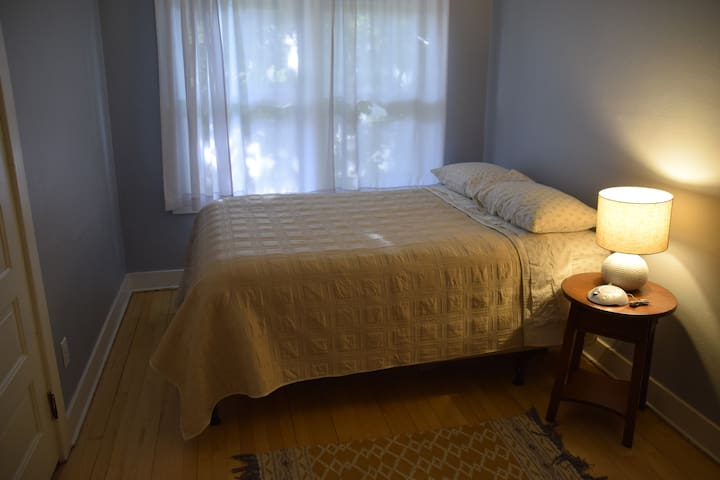 Private Room in Cozy Cape Cod - Easy UW commute!