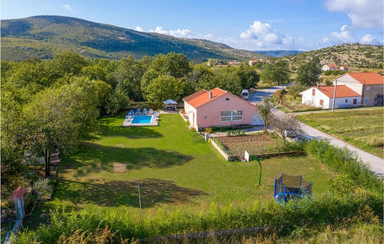 Holiday cottage with 3 bedrooms on 157m² in Neoric