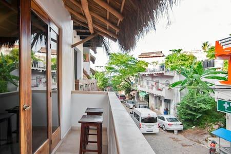Casa Moderna - 1 Rec Apt w/ AC Cerca Plaza/Playa