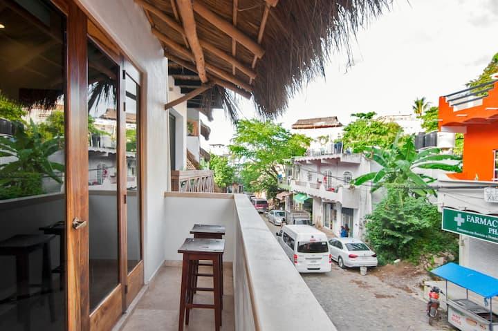 Casa Moderna - Deluxe Apt w/ AC Near Plaza/Beach
