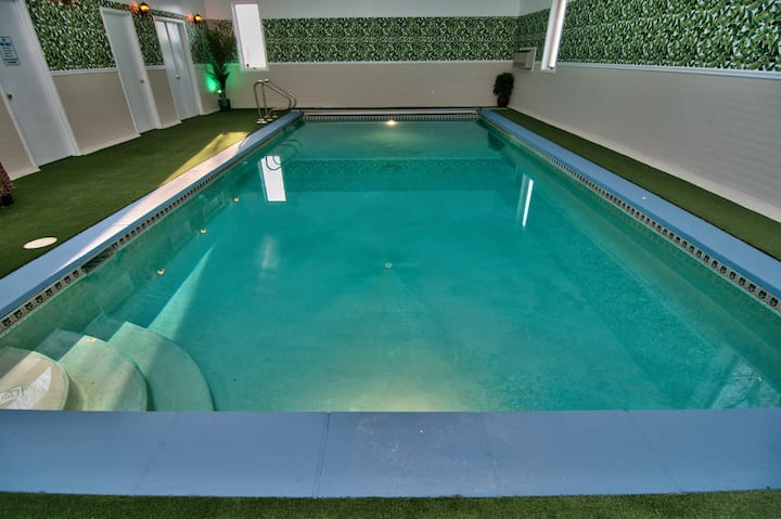 Private Heated Indoor Pool And Xl Outdoor Hot Tub Houses For Rent In Cherryville Pennsylvania United States