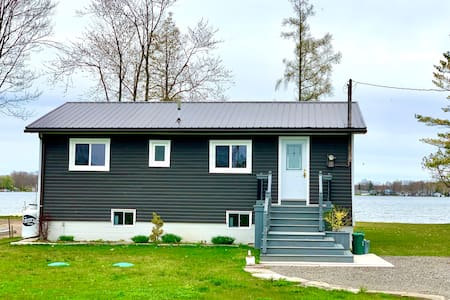 Lake Simcoe Waterfront Cottage Getaway