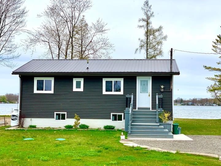 Lake Simcoe Waterfront Cottage Getaway