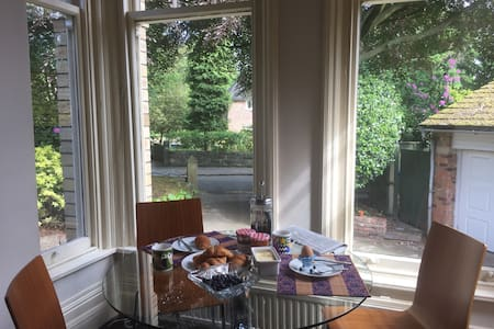 superb location, Edwardian mansion house apartment - Altrincham