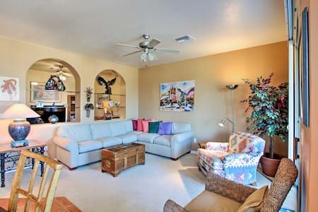 Green Valley Townhome w/ Pool Access, Golf Nearby!
