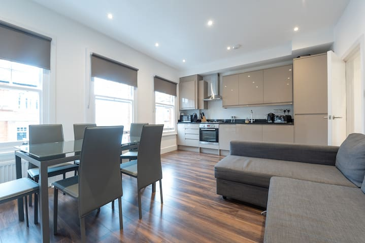 Beautiful Hampstead Home (DH8)