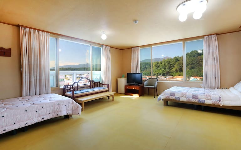 설악산과 동해바다 일출은 낙산해수욕장에 위치한 월드비치 가족룸에서~