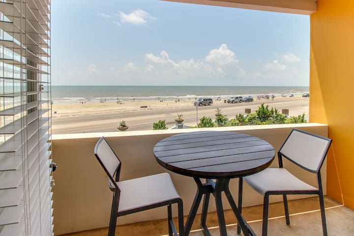 Chic, two story, dog-friendly condo on the seawall w/ a shared pool!