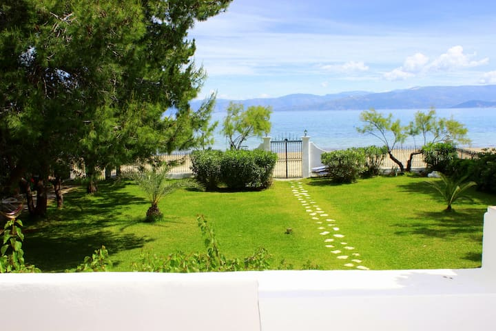 Corfu-Kavos Beach House Casa Margarita upper floor