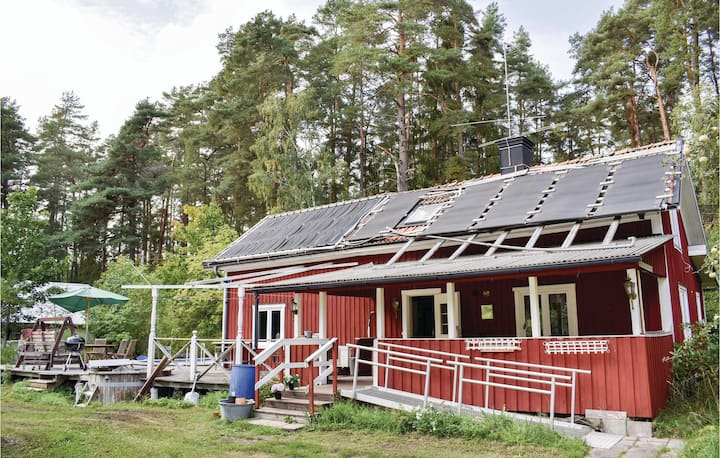 Awesome home in Kumla with WiFi and 4 Bedrooms