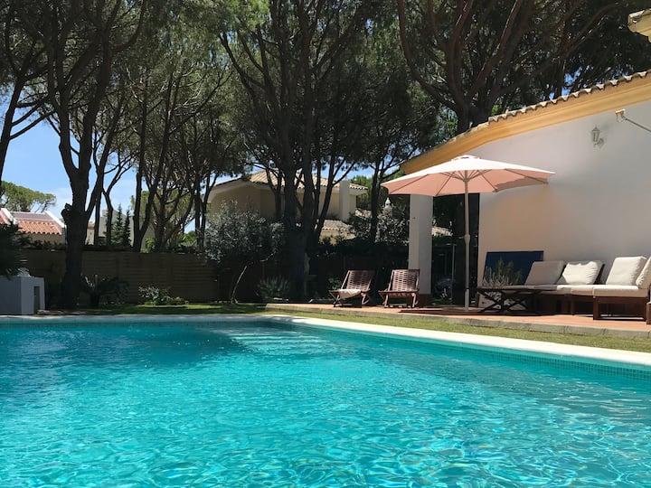 """Villa """"Cassis"""" con Piscina, muy cerca de la playa"""